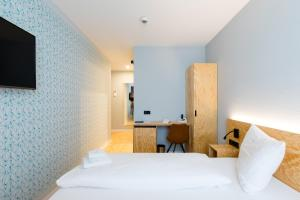 A bed or beds in a room at mk | hotel münchen city