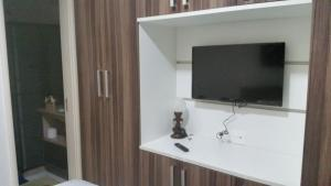 A television and/or entertainment center at Condominio Angra Green Coast