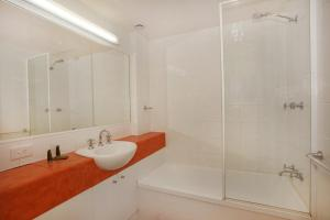 A bathroom at Unit 9 Marcoola Shores 1 Flindersia Street Marcoola, 500 BOND, LINEN INCLUDED