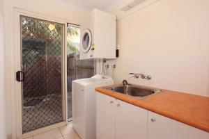 A kitchen or kitchenette at Unit 9 Marcoola Shores 1 Flindersia Street Marcoola, 500 BOND, LINEN INCLUDED