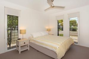 A bed or beds in a room at 60 Beachway Parade, Marcoola, 500 BOND, Linen supplied