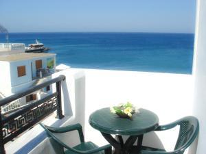 A balcony or terrace at Dorana Apartments & Trekking Hotel