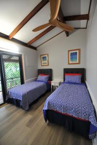 A bed or beds in a room at The Sanctuary at Trinity Beach