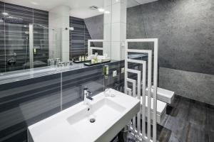 A bathroom at Hotel Natura Residence Business&SPA