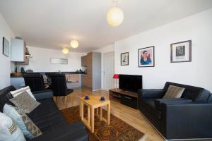 A seating area at 1BR Apartment in Picturesque Greenwich