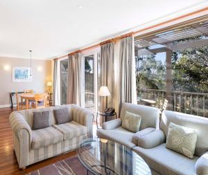 A seating area at Oaks Cypress Lakes Resort