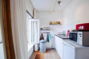 Een keuken of kitchenette bij B&B Luxurious Bella
