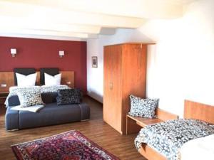 Ein Sitzbereich in der Unterkunft Gästehaus Demmel & Cie