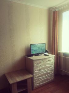 Телевизор и/или развлекательный центр в 1-rooms Apartment on Frunzie 24
