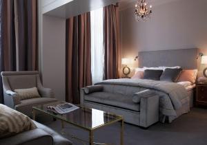 A bed or beds in a room at Grand Hôtel Stockholm