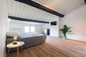 A bed or beds in a room at Appt Chic & Lumineux HyperCentre-Mirabeau-CHICAPPARTS