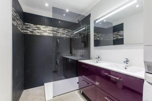A bathroom at Appt Chic & Lumineux HyperCentre-Mirabeau-CHICAPPARTS