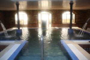 The swimming pool at or near Balneario de Corconte