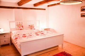 Postel nebo postele na pokoji v ubytování Apartmán U rybníka