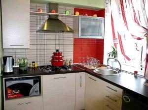 A kitchen or kitchenette at Dzhon Govard Studio