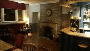 A kitchen or kitchenette at The Greyhound Hotel Cromford