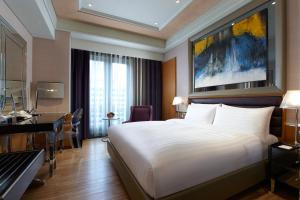 台北怡亨酒店房間的床