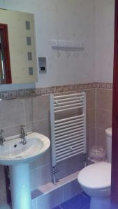 A bathroom at Hillcrest Guest House