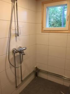 Kylpyhuone majoituspaikassa Mäntyharju-mökki