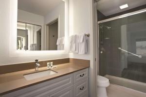 A bathroom at Hyatt House Pleasant Hill