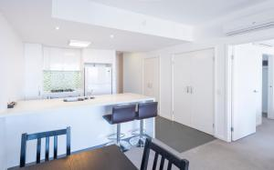 A kitchen or kitchenette at Eastwood Apartments