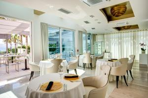 A restaurant or other place to eat at Damianii Luxury Boutique Hotel & Spa