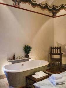 Salle de bains dans l'établissement Inkaterra La Casona Relais & Chateaux