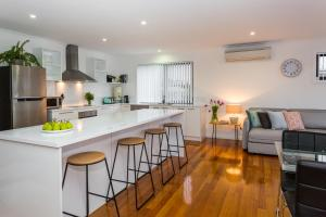 A kitchen or kitchenette at Pearl Hawley Beach