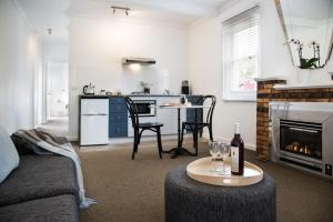 A kitchen or kitchenette at Lake Daylesford Apartment 2