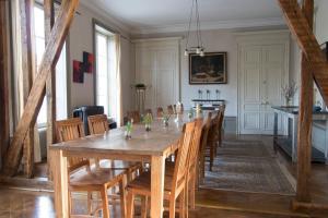 A restaurant or other place to eat at Joie de Vivre
