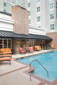 The swimming pool at or near Hampton Inn & Suites Mobile - Downtown Historic District