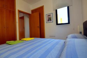 A bed or beds in a room at Isabella One Bedroom