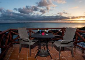 A balcony or terrace at Hotel La Joya Isla Mujeres