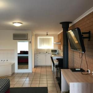 A kitchen or kitchenette at Beachcomber Motel & Apartments