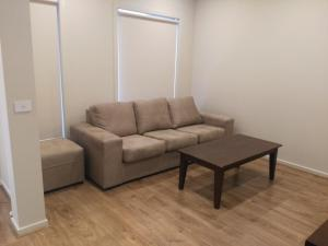 A seating area at Brand new 2 bedroom townhouse