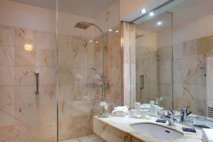 Een badkamer bij Alliance Lille - Couvent Des Minimes