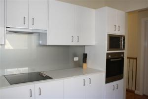 A kitchen or kitchenette at The Beach Townhouse