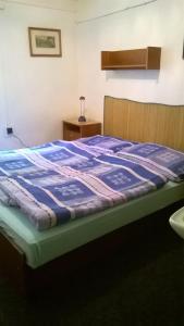 Ein Bett oder Betten in einem Zimmer der Unterkunft Chata Slunečná