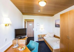 Ein Sitzbereich in der Unterkunft Portens Hotel Fernblick