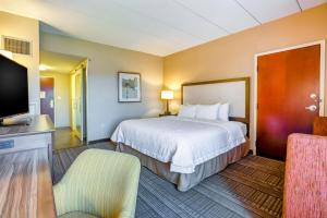 A bed or beds in a room at Hampton Inn Boston-Norwood