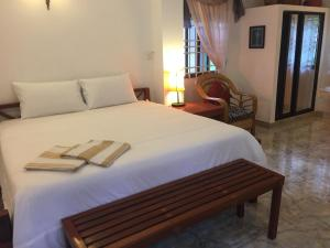 A bed or beds in a room at Kep Malibu Bungalows