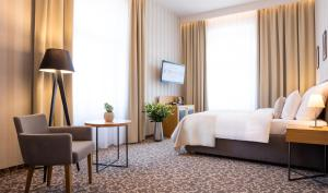 A bed or beds in a room at Hotel Schwaiger