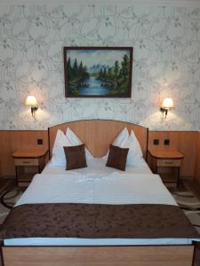 A bed or beds in a room at Beatrix Hotel