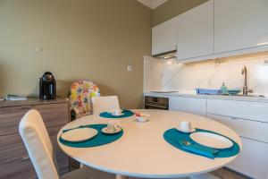 A kitchen or kitchenette at Beach House Ericeira