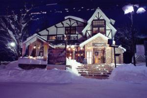 Lodge Karunaju & The Alpine Grill during the winter