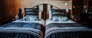 A bed or beds in a room at Aloe Ridge