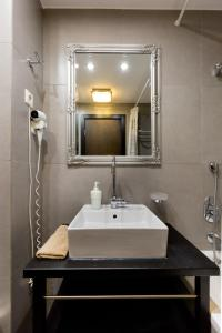 A bathroom at Budapest Holidays Apartments & Spa