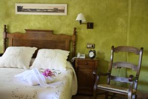 A bed or beds in a room at Hotel Doña Manuela