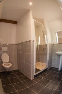 A bathroom at Le Jardin de la Reyssouze