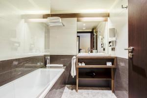 A bathroom at BestWestern Plus Excelsior Chamonix Hôtel